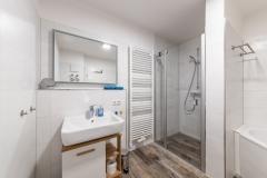 Waschtisch, Dusche, Badewanne