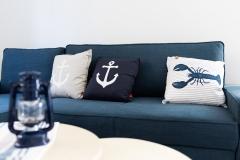 Couch in Sanddorn und Bernstein